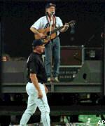 Willie Nelson Plays After the Last Regular Season Baseball Game in Astrodome History